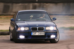 автомобиль BMW E36